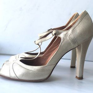 Marc Jacobs T-Strap Heels in Gold Champagne New